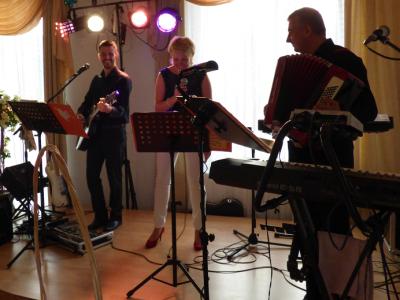 Zespół TROLL - profesjonalna oprawa muzyczna wesela Image 1