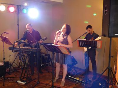 Zespół TROLL - profesjonalna oprawa muzyczna wesela Image 2