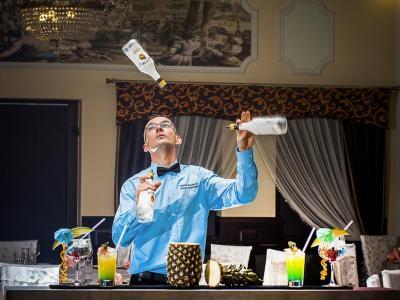 Barman na wesele - Profesjonalna obsługa barów  ! Image 1