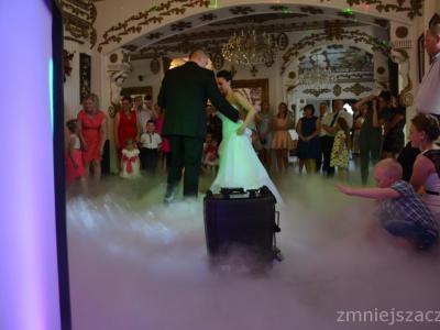 Dekoracyjne oświetlenie sali. Ciężki dym na pierwszy taniec Image 3