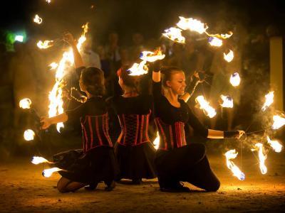 Teatr tancerzy ognia Arta Foc - fireshow - taniec z ogniem Image 1