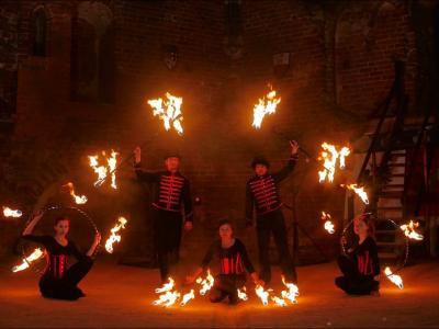 Teatr tancerzy ognia Arta Foc - fireshow - taniec z ogniem Image 4