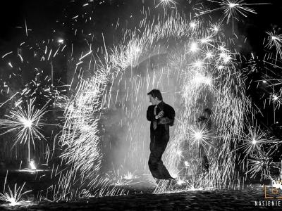 Teatr tancerzy ognia Arta Foc - fireshow - taniec z ogniem Image 10